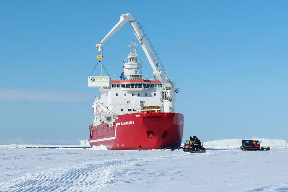 EDEN ISS landing in Antarctica, Credit: DLR